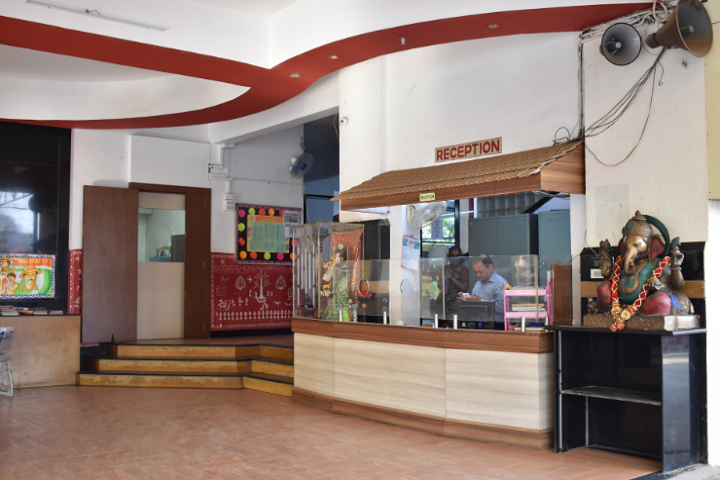 https://cache.careers360.mobi/media/colleges/social-media/media-gallery/8233/2018/11/20/Campus inside View of Kapol College Mumbai_Campus-view.png