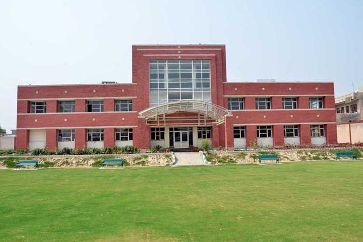 https://cache.careers360.mobi/media/colleges/social-media/media-gallery/8248/2018/11/23/Main Campus view of Arya PG College Panipat_Campus-view.jpg