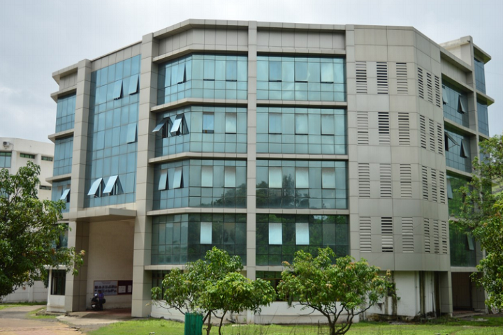 https://cache.careers360.mobi/media/colleges/social-media/media-gallery/8258/2018/12/5/Campus View of Viva Institute of Management and Research Virar_Campus-View.png