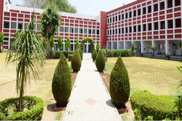 https://cache.careers360.mobi/media/colleges/social-media/media-gallery/8329/2018/7/31/Post-Graduate-Government-College-for-Girls-Chandigarh_Campus-View.png