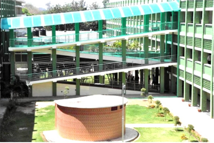 https://cache.careers360.mobi/media/colleges/social-media/media-gallery/8330/2018/7/30/DAV-College-Chandigarh_Campus-View.JPG