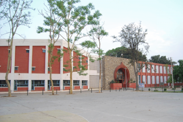 https://cache.careers360.mobi/media/colleges/social-media/media-gallery/8333/2019/1/20/Campus View Of University College Kurukshetra University Kurukshetra_Campus-View.png