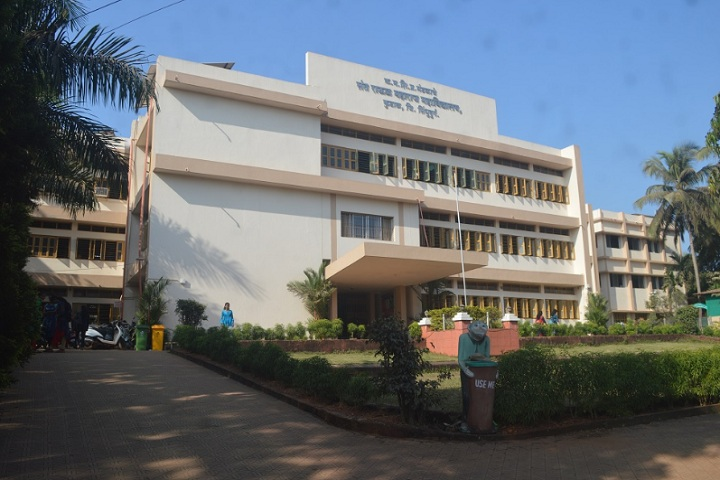 https://cache.careers360.mobi/media/colleges/social-media/media-gallery/8383/2020/3/19/Campus View of Sant Rawool Maharaj Mahavidyalaya Kudal_Campus-view.jpg