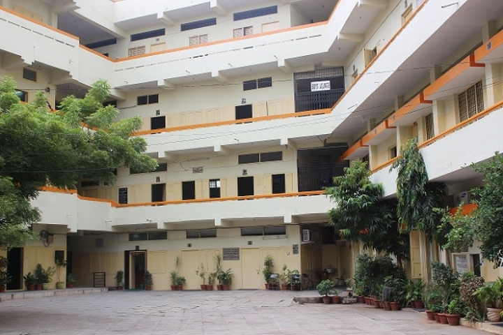 https://cache.careers360.mobi/media/colleges/social-media/media-gallery/8386/2018/8/16/Indian-Institute-of-Management-and-Commerce-Hyderabad_Campus-View.jpg