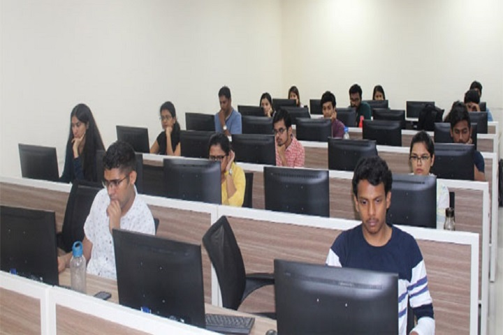 https://cache.careers360.mobi/media/colleges/social-media/media-gallery/8389/2019/4/10/IT Lab of CMS Business School, Jain University Bangalore_IT-Lab.jpg