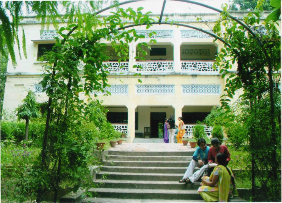 https://cache.careers360.mobi/media/colleges/social-media/media-gallery/8426/2019/3/19/Campus View of Vasanta College for Women Varanasi_Campus-View_1.jpg