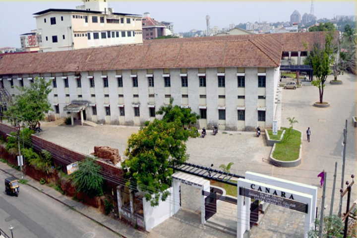 https://cache.careers360.mobi/media/colleges/social-media/media-gallery/8428/2019/5/3/Campus View of Canara College Mangaluru_Campus-View.jpg