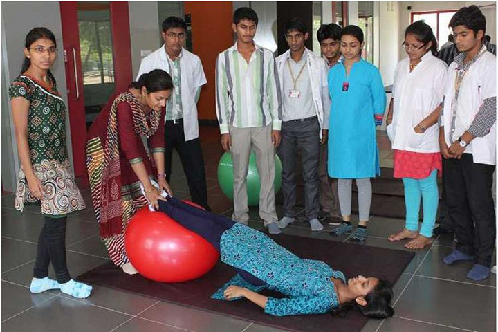 https://cache.careers360.mobi/media/colleges/social-media/media-gallery/8461/2018/5/5/131712-Parul-Institute-of-Physiotherapy-Waghodia-(15).jpg
