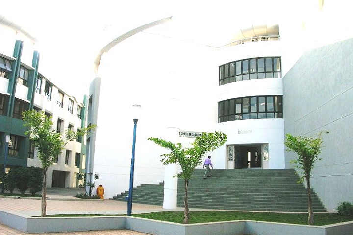 https://cache.careers360.mobi/media/colleges/social-media/media-gallery/8482/2020/2/17/Campus View of Indira College of Commerce and Science Pune_Campus-View.png