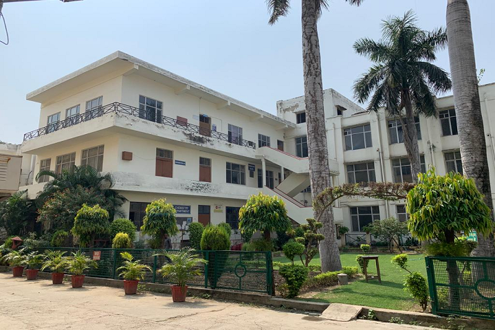 https://cache.careers360.mobi/media/colleges/social-media/media-gallery/8506/2021/3/8/Campus view of Raghunath Girls Post Graduate College Meerut_Campus-View.png