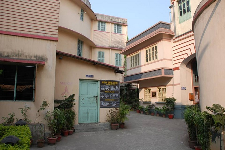 https://cache.careers360.mobi/media/colleges/social-media/media-gallery/8539/2019/5/3/College View of Jogesh Chandra Chaudhuri Law College Kolkata_Campus-View.jpg