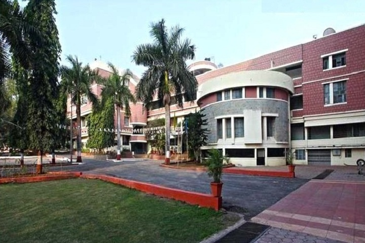 https://cache.careers360.mobi/media/colleges/social-media/media-gallery/8549/2018/9/24/Campus View of Yashwantrao Mohite College of Arts Science and Commerce Pune_Campus-View.jpg