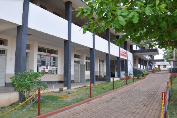 https://cache.careers360.mobi/media/colleges/social-media/media-gallery/8597/2021/2/1/Campus View of Mahaveer P Mirji College of Commerce Belgaum_Campus-Vew.png