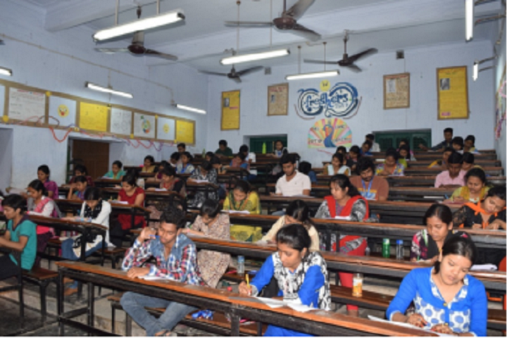 https://cache.careers360.mobi/media/colleges/social-media/media-gallery/8599/2019/2/18/Classroom of Chandernagore Government College Chandernagore_Classroom.png