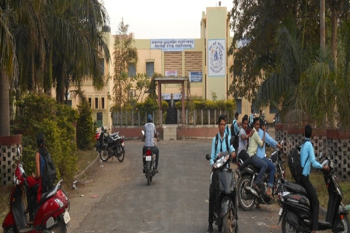 https://cache.careers360.mobi/media/colleges/social-media/media-gallery/8667/2019/7/19/Campus view of Government Autonomous College_Campus-View.jpg