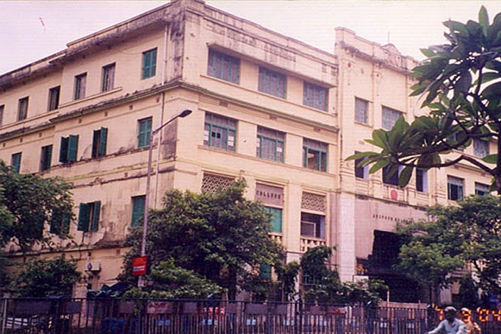 https://cache.careers360.mobi/media/colleges/social-media/media-gallery/8673/2019/7/4/Campus View Of Jogamaya Devi College Kolkata_Campus-View.jpg