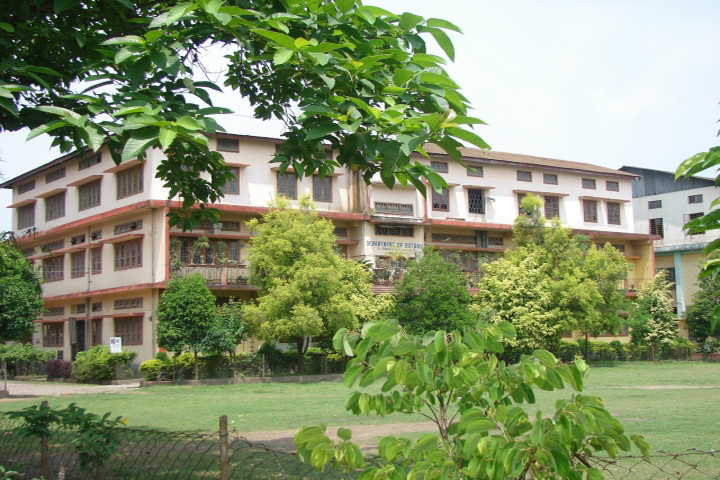 https://cache.careers360.mobi/media/colleges/social-media/media-gallery/8690/2018/12/21/Campus View of B Borooah College Guwahati_Campus-View.jpg