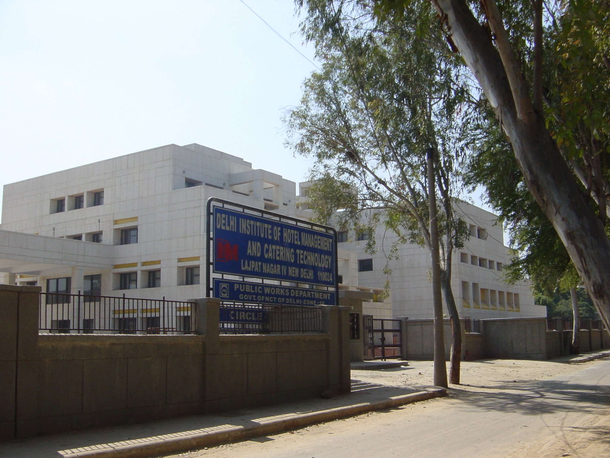 https://cache.careers360.mobi/media/colleges/social-media/media-gallery/871/2019/1/3/Campus view of Delhi Institute of Hotel Management and Catering Technology New Delhi_Campus-view.jpg