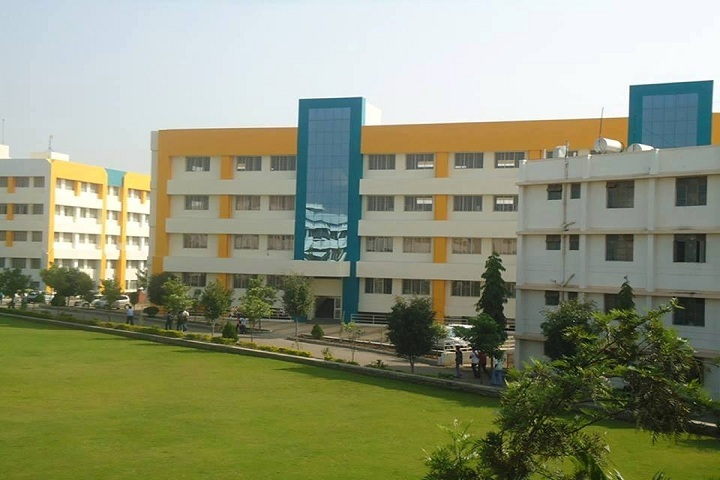 https://cache.careers360.mobi/media/colleges/social-media/media-gallery/8791/2019/2/26/Campus Building of Pimpri Chinchwad College of Engineering and Research Pune_Campus-view.jpg