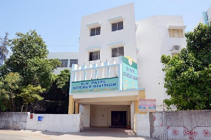 https://cache.careers360.mobi/media/colleges/social-media/media-gallery/8832/2019/2/16/Campus View of BN Patel Institute of Paramedical and Science Anand_Campus-View.jpg