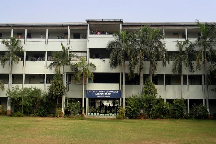 https://cache.careers360.mobi/media/colleges/social-media/media-gallery/8833/2020/1/24/Campus view of Bholabhai Patel College of Computer Studies Gandhinagar_Campus-view.jpg