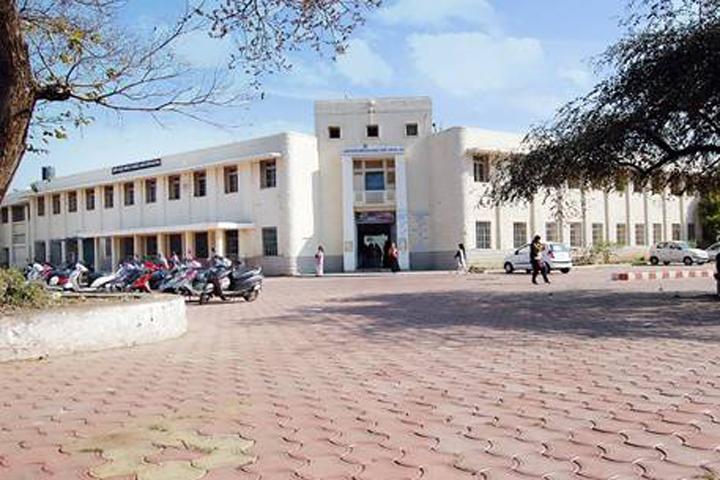 https://cache.careers360.mobi/media/colleges/social-media/media-gallery/8843/2016/8/9/Government-Maharani-Laxmi-Bai-Girls-PG-Autonomous-College-Bhopal-(20).jpg