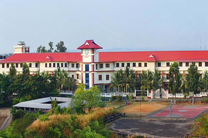 https://cache.careers360.mobi/media/colleges/social-media/media-gallery/8856/2019/4/1/Campus view of Mar Athanasius College Kothamangalam_Campus-view.jpg