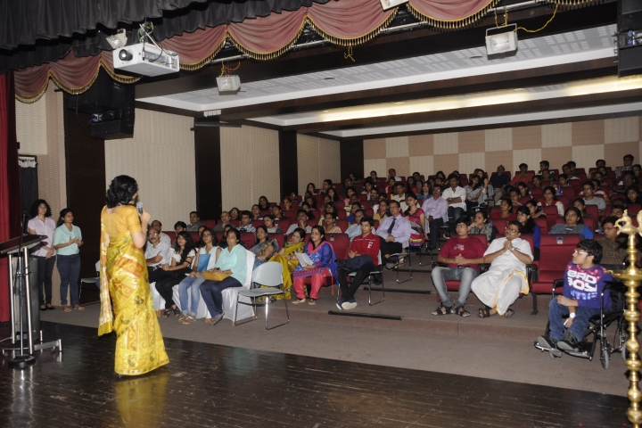 https://cache.careers360.mobi/media/colleges/social-media/media-gallery/8876/2019/4/3/Seminar hall of Dr Bhanuben Nanavati College of Pharmacy Mumbai_Auditorium.jpg