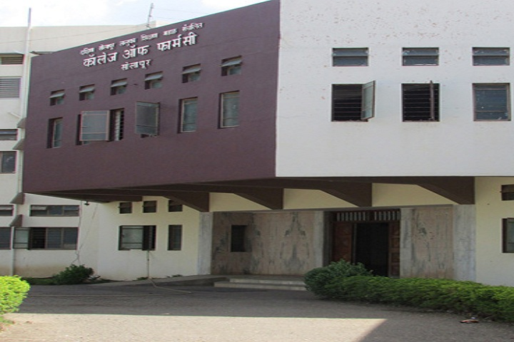 https://cache.careers360.mobi/media/colleges/social-media/media-gallery/8880/2020/8/18/Campus View of DSTS Mandals College of Pharmacy Solapur_Campus-View_1.jpg