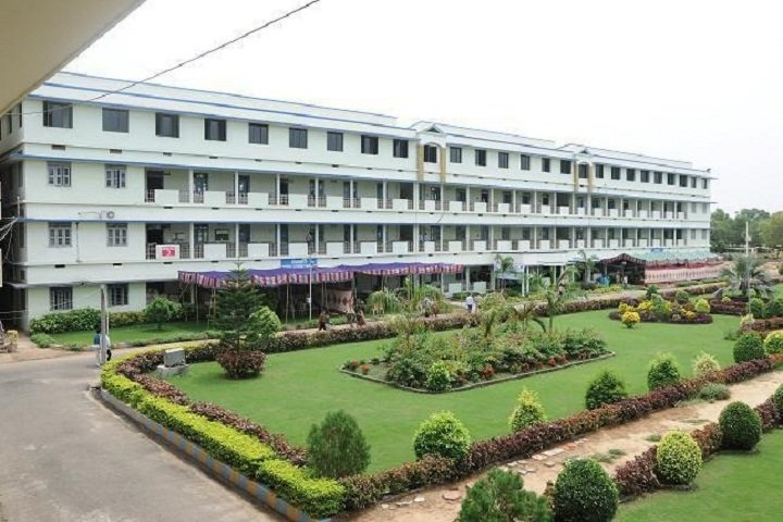 https://cache.careers360.mobi/media/colleges/social-media/media-gallery/8914/2019/3/6/Campus view of Swarnandhra College of Engineering and Technology, Narsapur_Campus-view.jpg