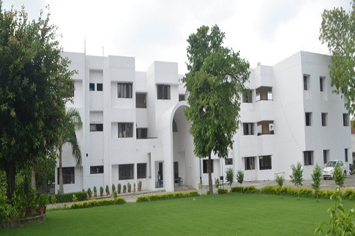 https://cache.careers360.mobi/media/colleges/social-media/media-gallery/8933/2019/3/4/Campus View of Central Institute of Plastics Engineering and Technology Hajipur_Campus-View.jpg