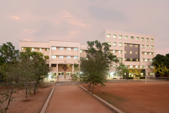 https://cache.careers360.mobi/media/colleges/social-media/media-gallery/8950/2019/4/4/Campus view of KMCH College of Pharmacy Coimbatore_Campus-view.jpg