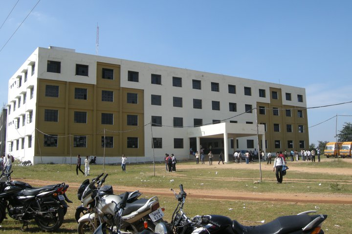 https://cache.careers360.mobi/media/colleges/social-media/media-gallery/9025/2019/3/19/Campus View of Azad College of Engineering and Technology Hyderabad_Campus-View.jpg