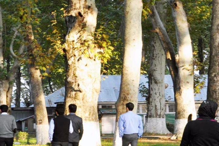 https://cache.careers360.mobi/media/colleges/social-media/media-gallery/907/2017/12/15/University-of-Kashmir-Srinagar9.jpg