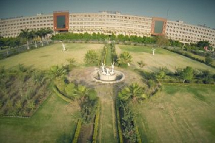 https://cache.careers360.mobi/media/colleges/social-media/media-gallery/9091/2019/5/1/campus view of Sri Aurobindo Institute of Pharmacy Indore_Campus-view.JPG