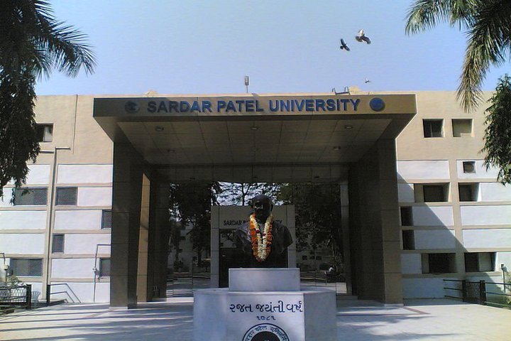 https://cache.careers360.mobi/media/colleges/social-media/media-gallery/910/2018/10/28/Front View of Sardar Patel University Vallabh Vidyanagar_Campus-View.jpg