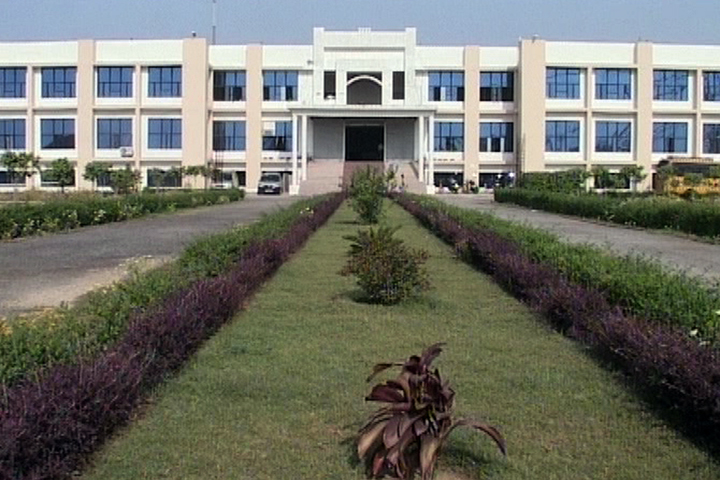 https://cache.careers360.mobi/media/colleges/social-media/media-gallery/9155/2019/7/22/Campus-View of CBS College of Management Agra_Campus-View.jpg