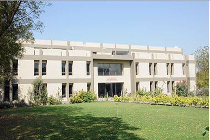 https://cache.careers360.mobi/media/colleges/social-media/media-gallery/9161/2018/12/19/Campus View of Kalol Institute of Management Kalol_Campus-View.JPG