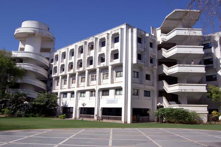 https://cache.careers360.mobi/media/colleges/social-media/media-gallery/9199/2018/11/28/Campus View of GLS Institute of Computer Technology Ahmedabad_Campus-View.jpg