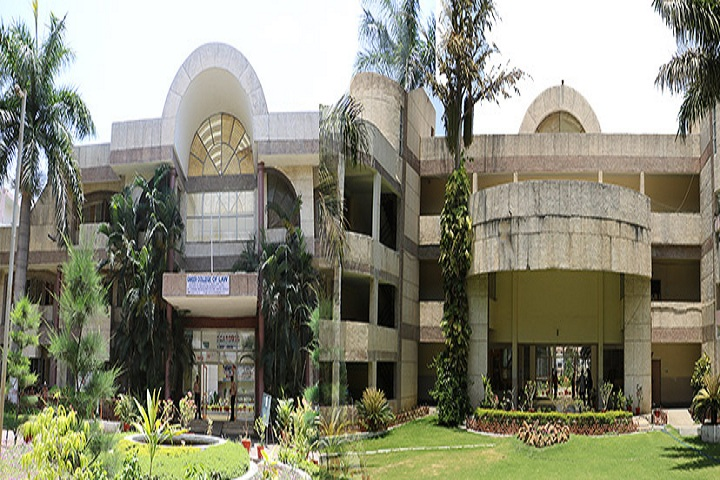 https://cache.careers360.mobi/media/colleges/social-media/media-gallery/9314/2019/4/8/Building of Career College of Law Bhopal_Campus-View.jpg