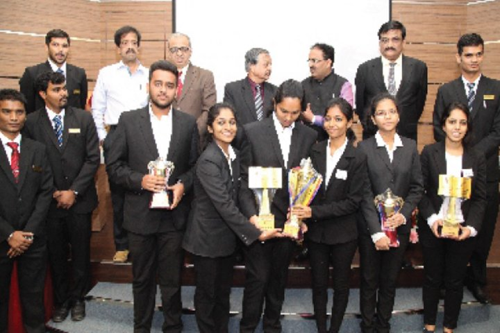 https://cache.careers360.mobi/media/colleges/social-media/media-gallery/9331/2019/4/9/Prize Distribution of Dr DY Patil College of Law Navi Mumbai_Events.jpg