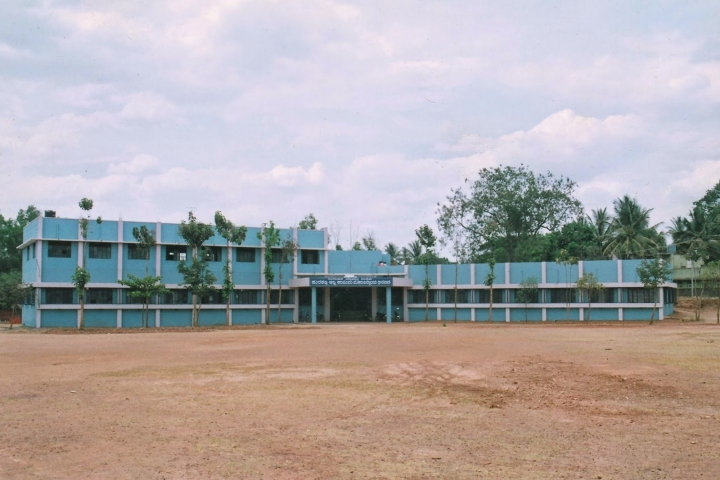 https://cache.careers360.mobi/media/colleges/social-media/media-gallery/9405/2018/12/4/Campus view of Hurakadli Ajja Law College Dharwad_Campus-view.jpg