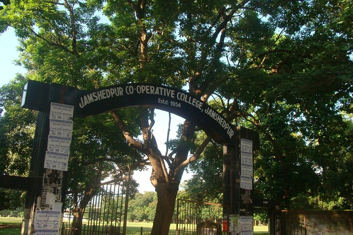 https://cache.careers360.mobi/media/colleges/social-media/media-gallery/9411/2020/3/4/Main Gate View of Jamshedpur Cooperative College Jamshedpur_Campus-view.jpg