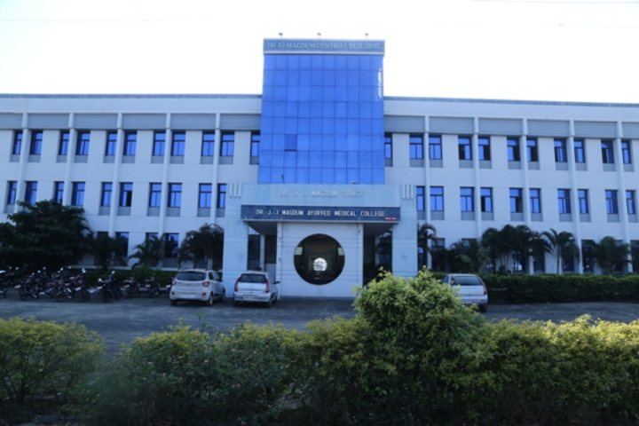 https://cache.careers360.mobi/media/colleges/social-media/media-gallery/9416/2018/12/29/Campus View of Dr JJ Magdum Ayurved Medical College, Kolhapur_Campus View.JPG