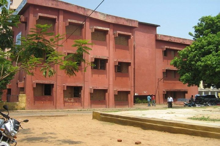 https://cache.careers360.mobi/media/colleges/social-media/media-gallery/9439/2018/12/8/Campus view area of Madhusudan Law College Cuttack_Campus-view.jpg