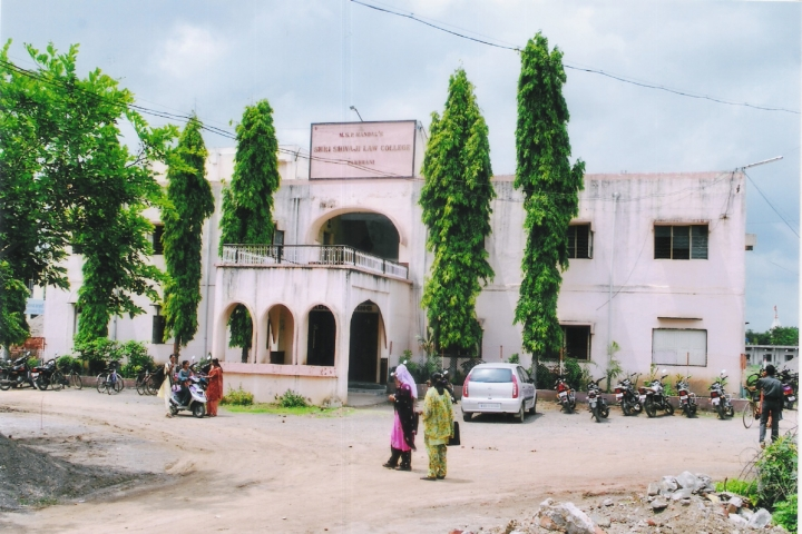 https://cache.careers360.mobi/media/colleges/social-media/media-gallery/9452/2019/4/11/Campus view of Shri Shivaji Law College Parbhani_Campus-view.jpg
