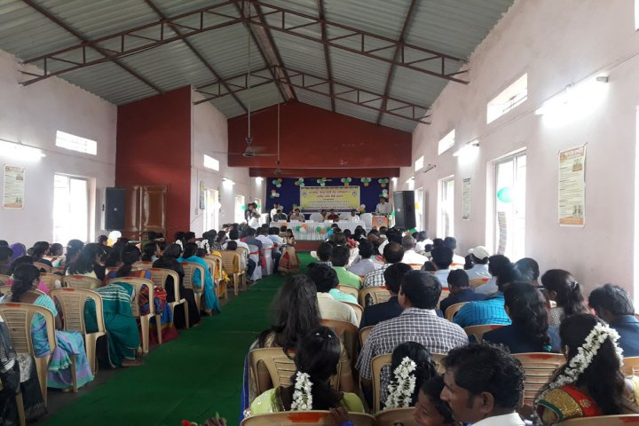 https://cache.careers360.mobi/media/colleges/social-media/media-gallery/9496/2019/4/8/Seminar hall of Shahaji Law College Kolhapur_Auditorium.jpg