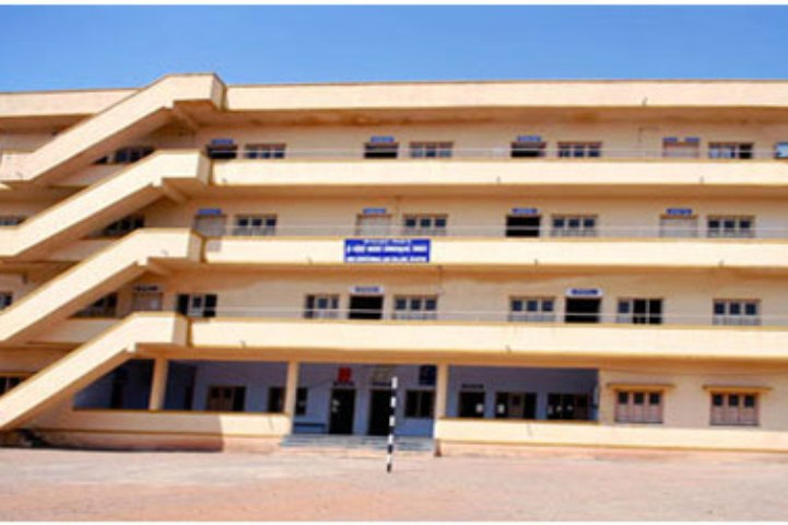 https://cache.careers360.mobi/media/colleges/social-media/media-gallery/9509/2018/12/13/Campus view of Shri Siddeshwar Law College Bijapur_Campus-view.jpg