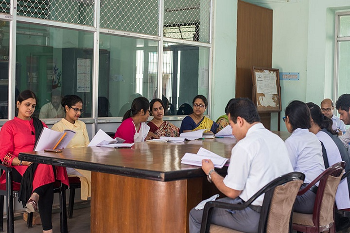 https://cache.careers360.mobi/media/colleges/social-media/media-gallery/9518/2019/5/20/Staff room of Snehangshu Kanta Acharya Institute of Law Kalyani_Others.jpg