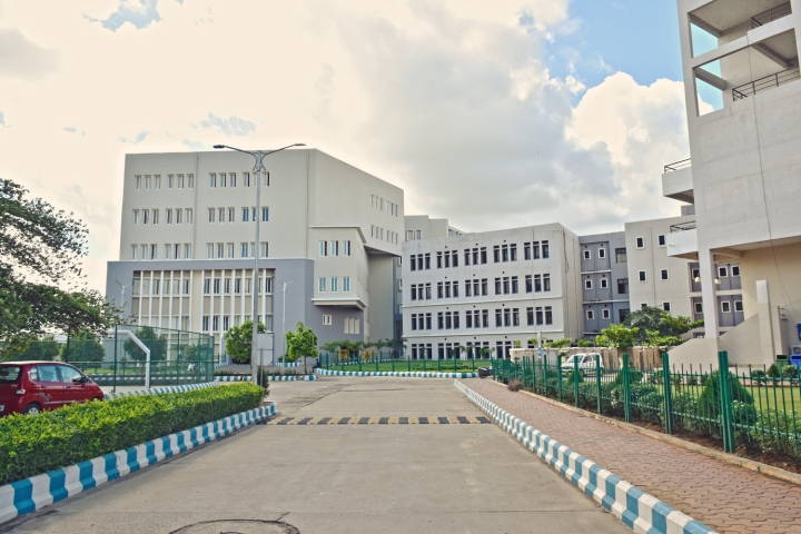 https://cache.careers360.mobi/media/colleges/social-media/media-gallery/9519/2019/4/23/Campus view of SOA National Institute of Law Bhubaneswar_Campus-view.jpg